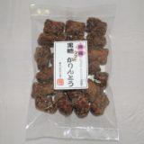かりんとう職人が少量づつ大鍋に沖縄黒糖を溶かして出来上がった 沖縄黒糖 ソフトかりんとう